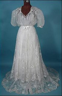 Antique lace dress from Antiquedress.com | Photo courtesy of Antiquedress.com