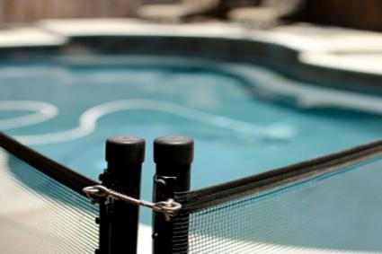 Choosing Swimming Pool Safety Fences Lovetoknow