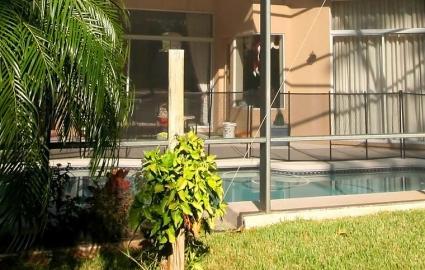 Swimming pool mesh fence