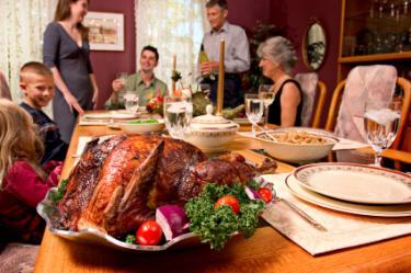 Family Thanksgiving dinner phot0