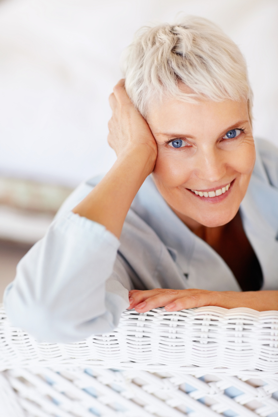 short hairstyles for seniors with gray hair