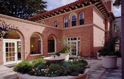 Vintage Golden Gate apartments | Photo Courtesy BAR Architects, ©2012 BAR Architects