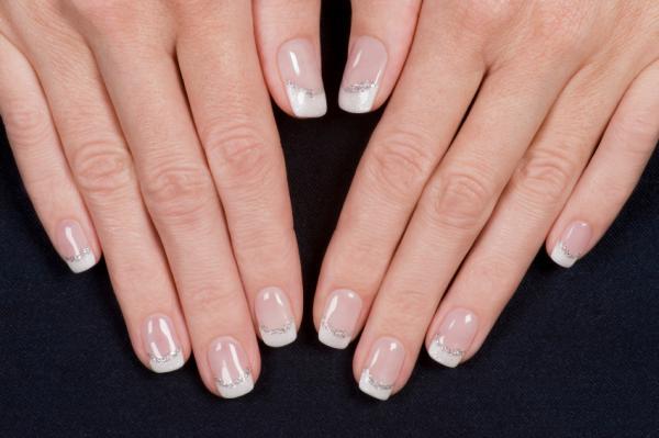 Французские ногти с серебром