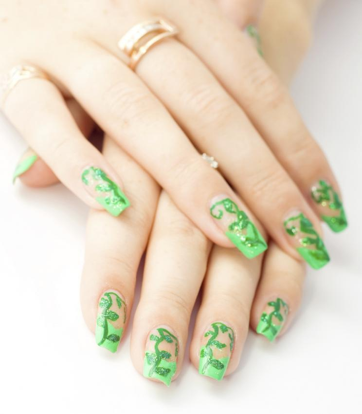 green vine nail design
