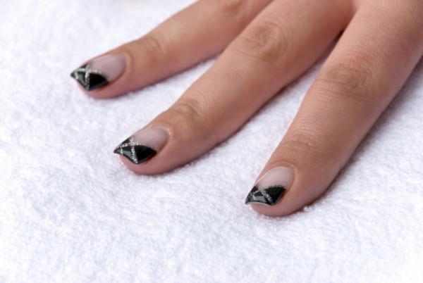 Anti-French manicure