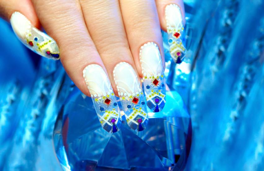 Nail art with jewels