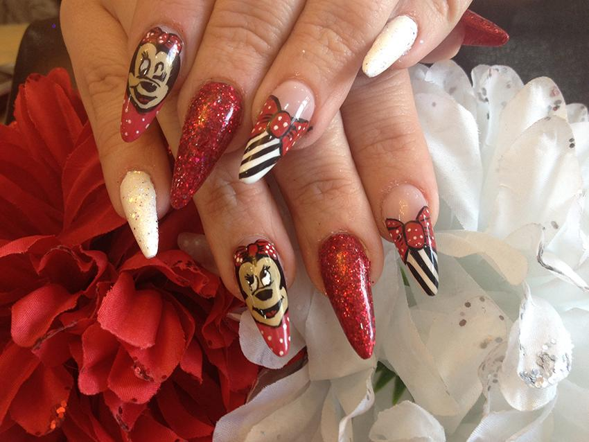 Minnie and Mickey Mouse Nail Art