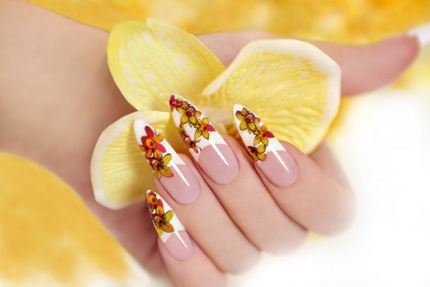 Flower design fingernails