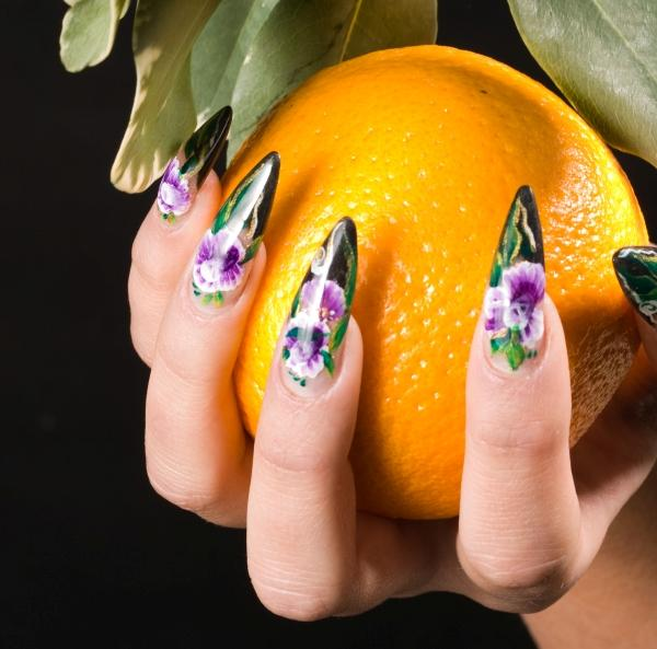 Sharp pointed floral nails