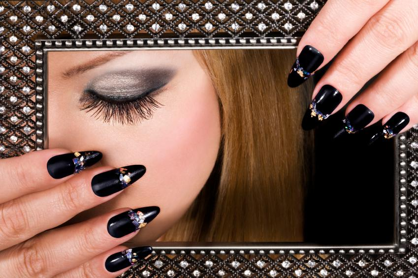 Pretty black nail art