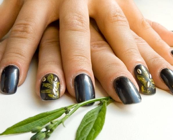 Design added to one nail
