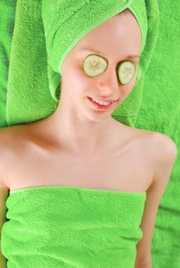 cucumbers soothe tired eyes