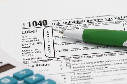 1040 tax form; © Ragsac19 | Dreamstime.com