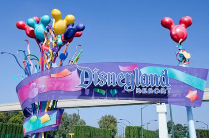 Entrance to Disneyland; © Groovychick69 | Dreamstime.com