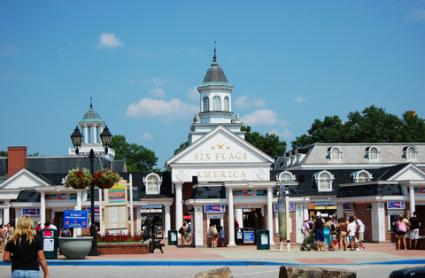 Entrance to Six Flags in Maryland; © Wangkun Jia | Dreamstime.com