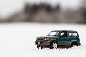 Toy Range Rover in snow