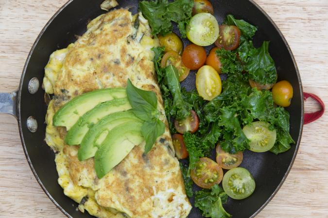 Omelet with spinach and avocado