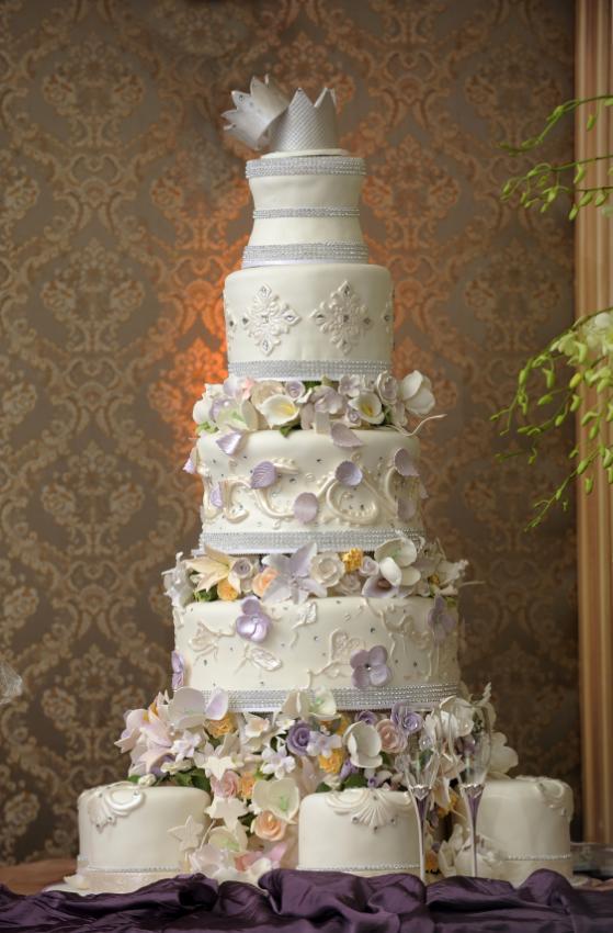 Amazing wedding cakes lovetoknow amazing wedding cakes junglespirit Gallery