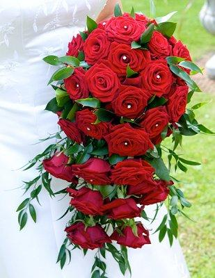 Classic Red Rose Bouquets The Color Red Is Popular For Wedding Flowers