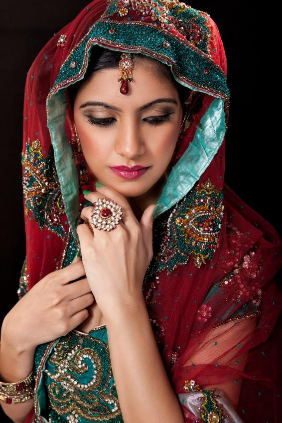 Pictures of Indian Wedding Dresses [Slideshow]