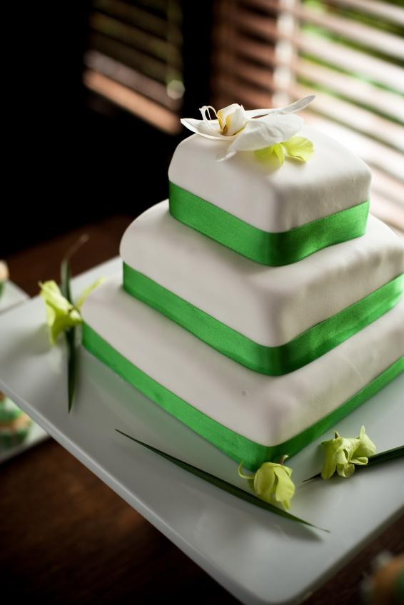 How To Smooth Fondant On Square Cake