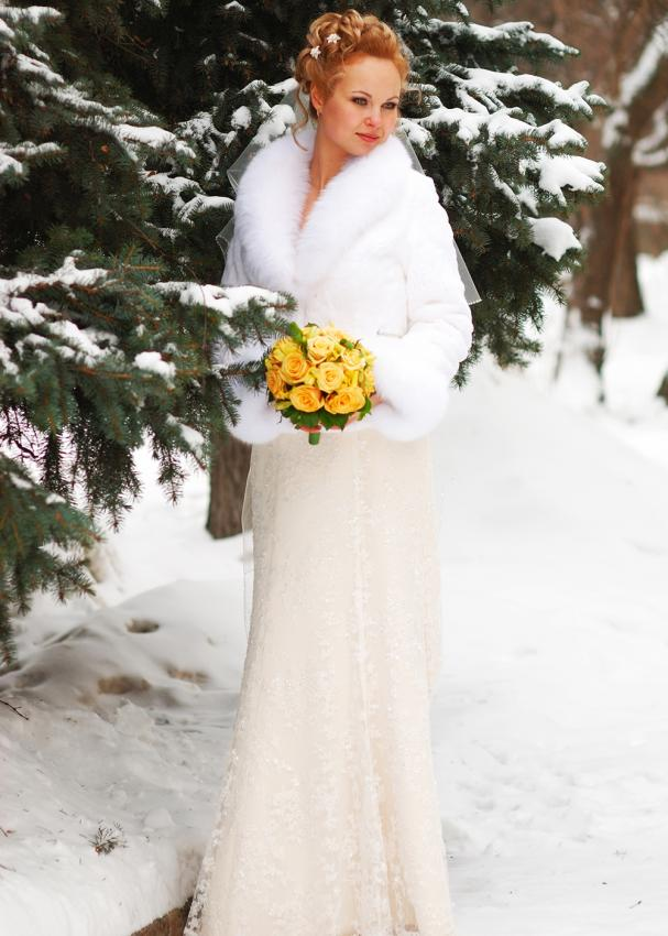 Christmas wedding dresses lovetoknow ivory gown with fur wrap junglespirit Images