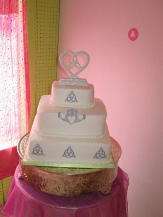 Celtic Cake - Image courtesy of Ruby Rodrieguez, www.thekakechick.com