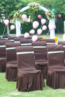 Wedding chairs with balloons