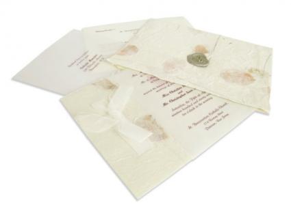 Fall wedding invitations often incorporate leaves