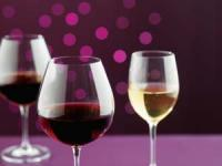For more tips on selecting the best wine glass... watch this slideshow!