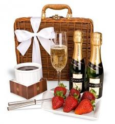 Champagne and Fondue for Two Gift Basket