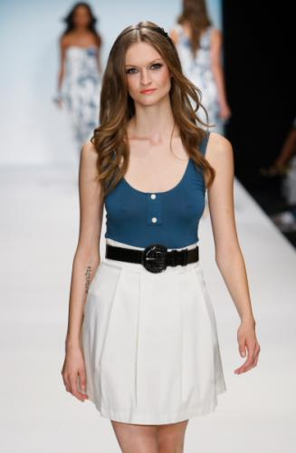 Blue Tank Top Fashion Pair with Airy Skirt for Women