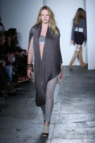 Beauty Sport Wear Dress Fashion with Long Syal Style for Women in 2011