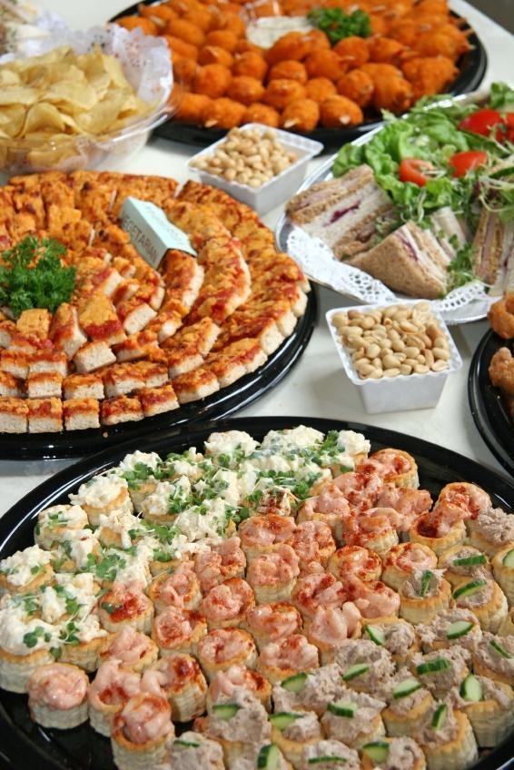 https://cf.ltkcdn.net/addiction/images/slide/122246-566x848-Party-food.jpg