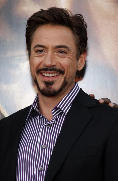 https://cf.ltkcdn.net/addiction/images/slide/122288-391x600-Robert-Downey-Jr.jpg