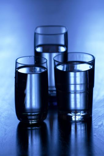 https://cf.ltkcdn.net/addiction/images/slide/122227-565x850-Drink-your-water.jpg