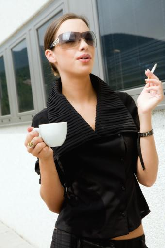 https://cf.ltkcdn.net/addiction/images/slide/122228-566x848-Coffee-and-a-cig.jpg