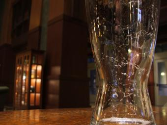 https://cf.ltkcdn.net/addiction/images/slide/122245-800x600-Last-drink.jpg