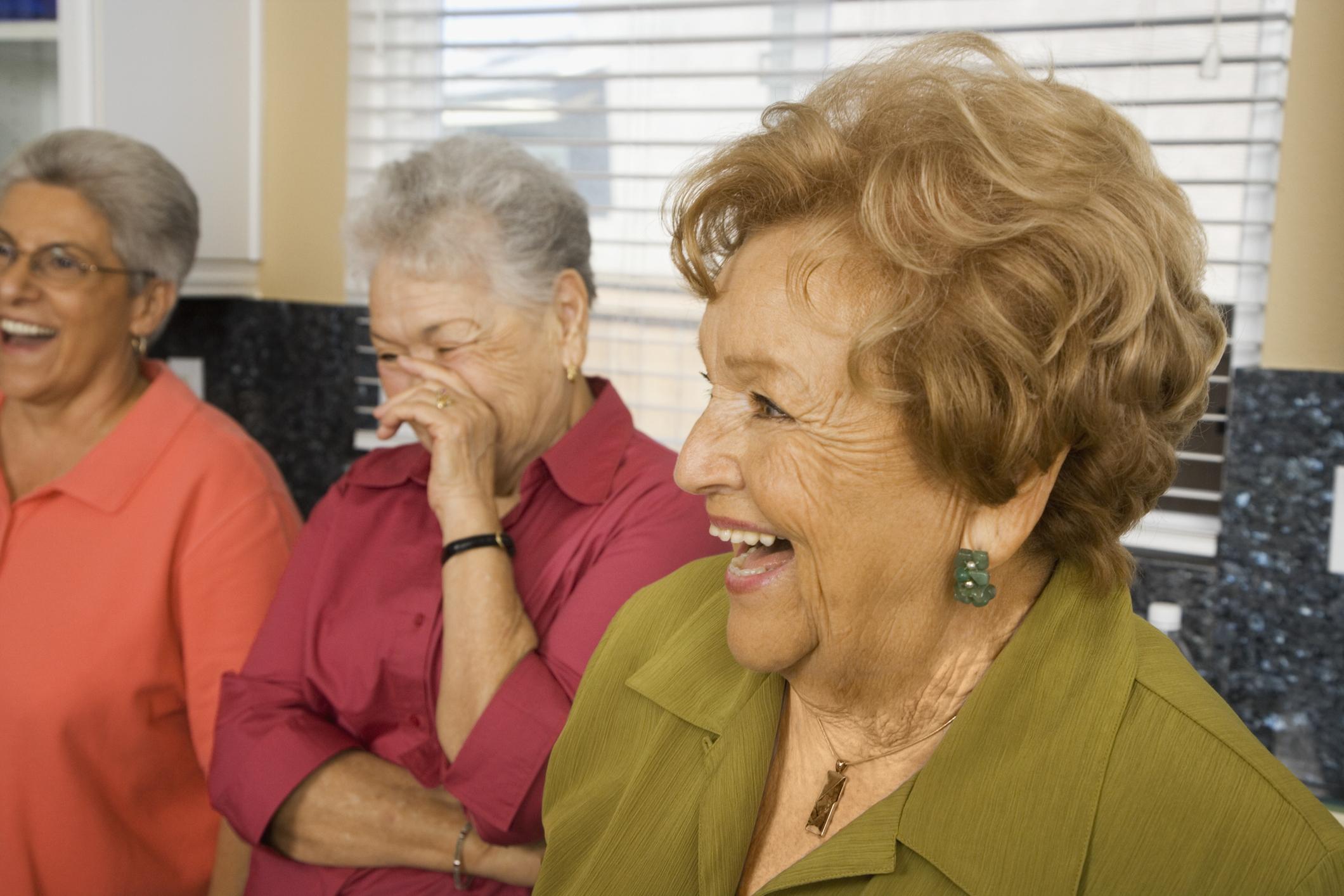 Mujeres-mayores-divirtiendose.jpg