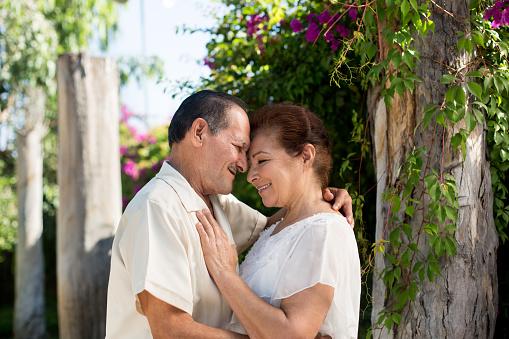 Adultos-mayores-enamorados.jpg