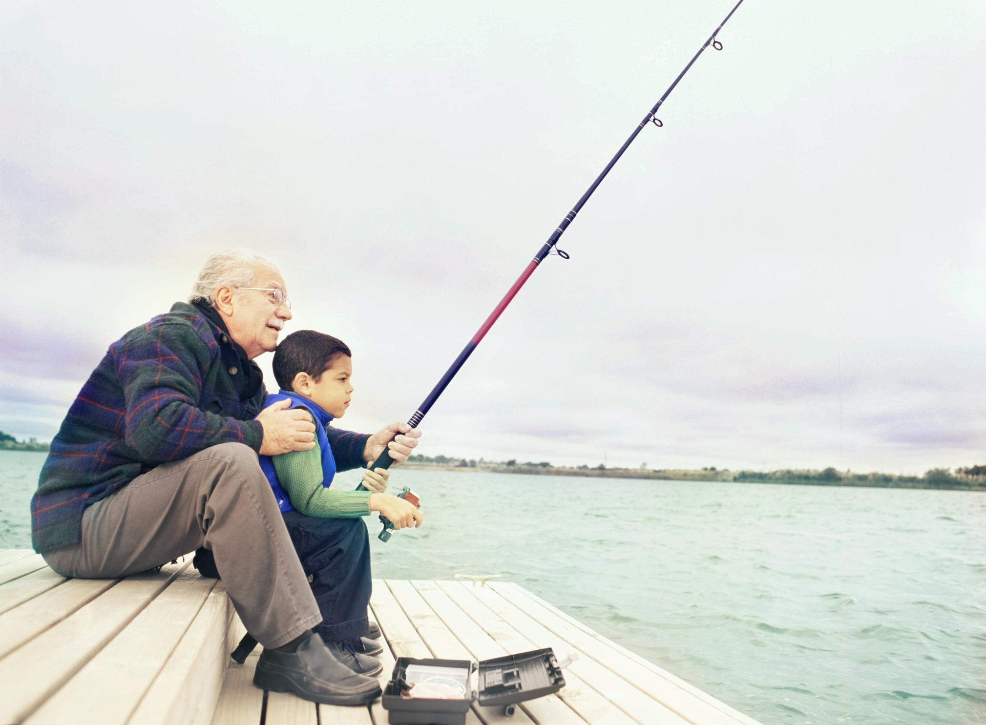 abuelo-y-nieto-pescando.jpg