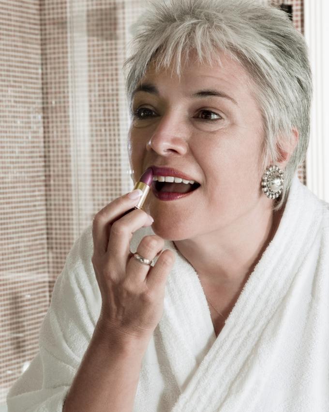 Peinados De Cabello Corto Para Mujeres Mayores Lovetoknow