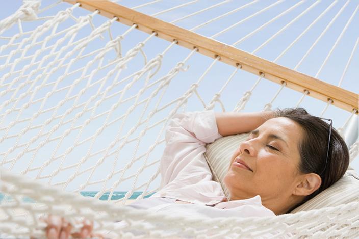 https://cf.ltkcdn.net/adultos-mayores/images/slide/229111-704x469-woman-laying-in-hammock.jpg