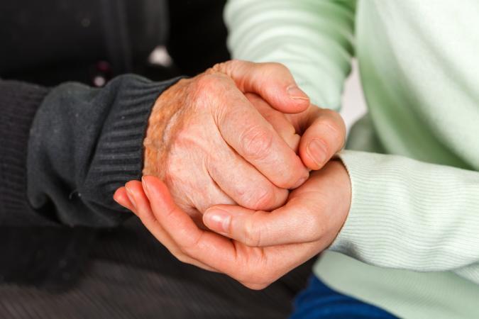 Parkinson suele manifestarse en la manos