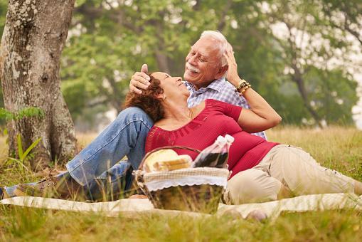 Adultos mayores picnic