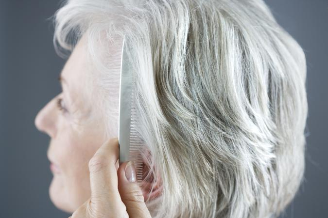 Mujer mayor cabello