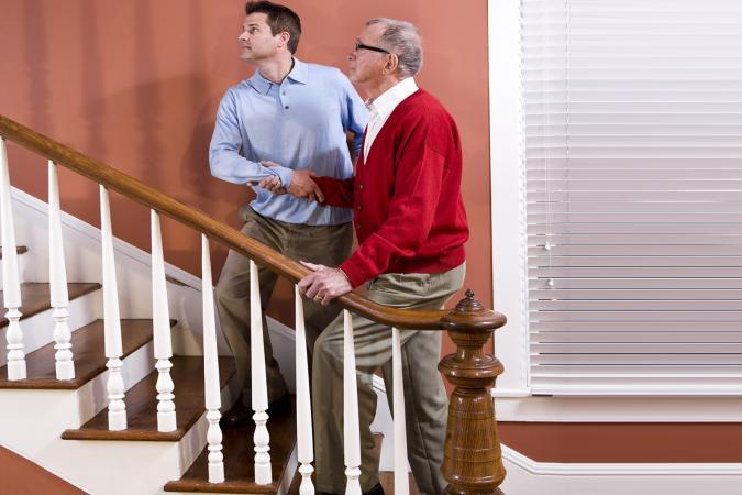 Diez maneras de hacer m s segura la casa de una persona mayor lovetoknow - Casa para ancianos ...