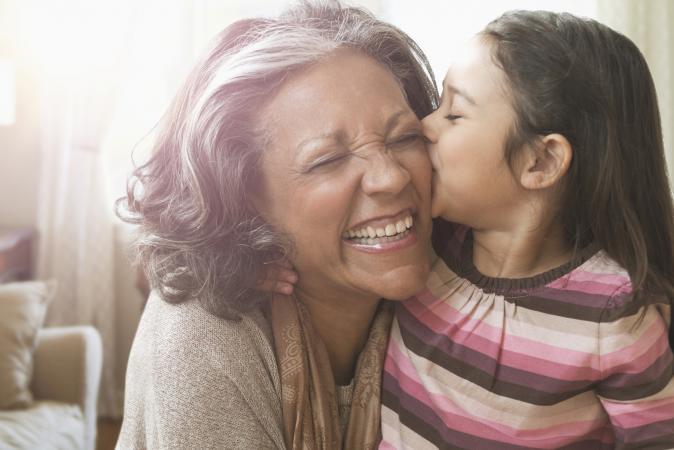 una abuela y su nieto