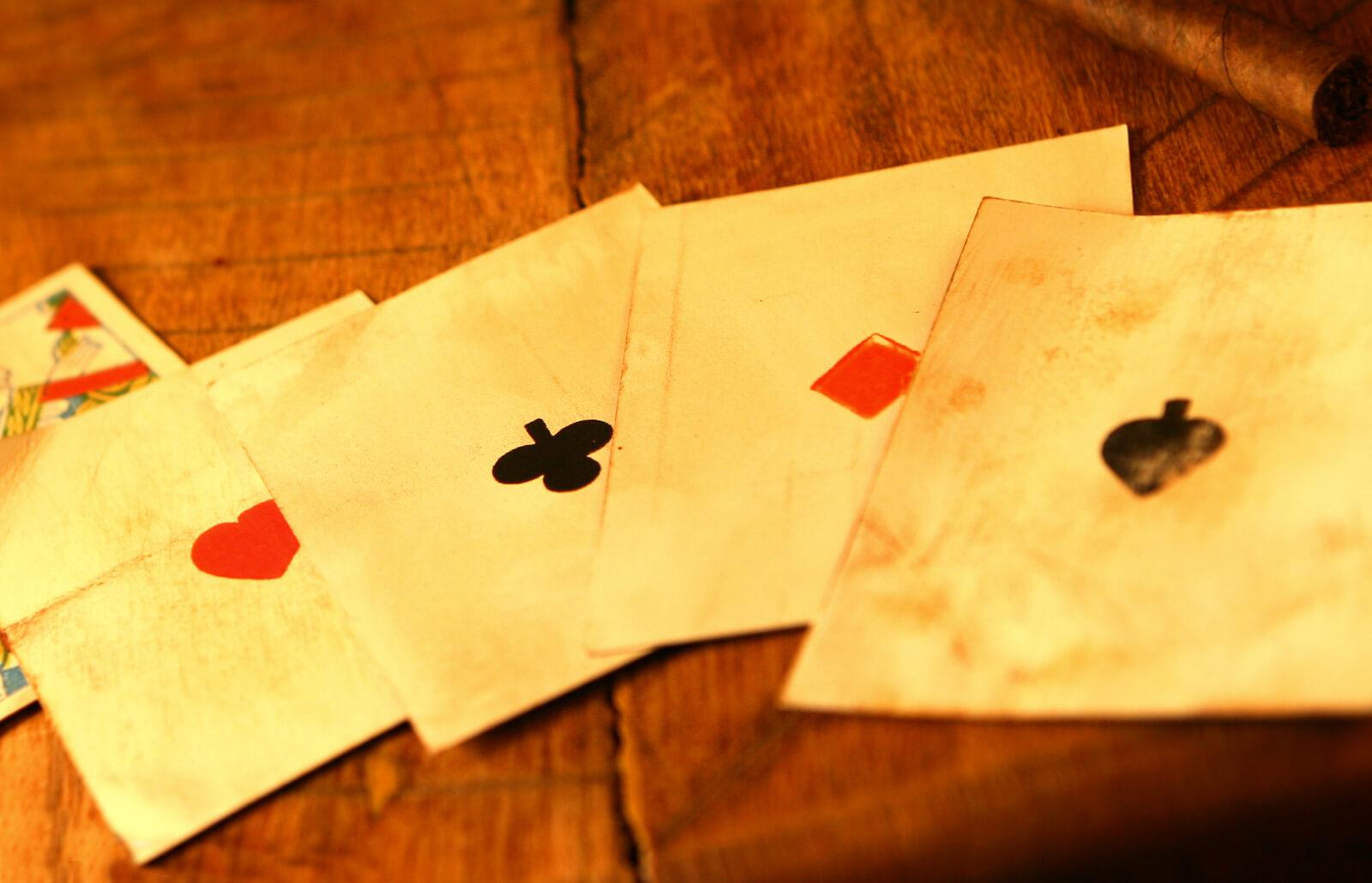 Vintage jumbo playing cards pin up girls.