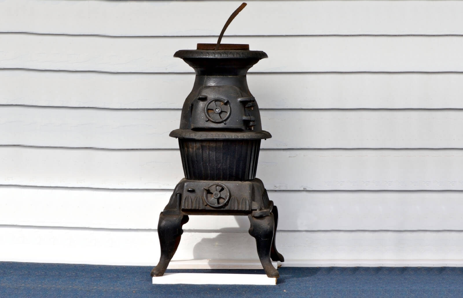 Antique Cast Iron Stove Values And Brands Lovetoknow